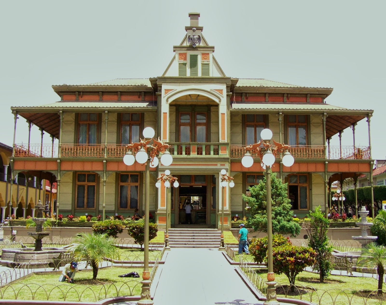 Vista de la fachada del Palacio de Hierro de Orizaba